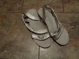 aerosoles silver rediscover leather strappy sandals shoes size 10 - $19.79