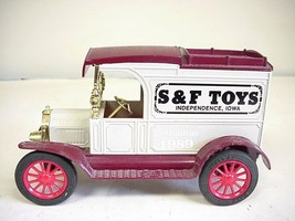ERTL Ford 1913 Model 'T' Van Replica Die-cast # 9205A  Car Bank  - $19.79