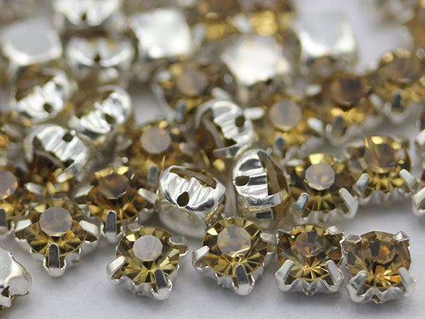 6mm SS30 Lt. Topaz Crystal Sew on Diamante Rhinestone  - 25 PCS