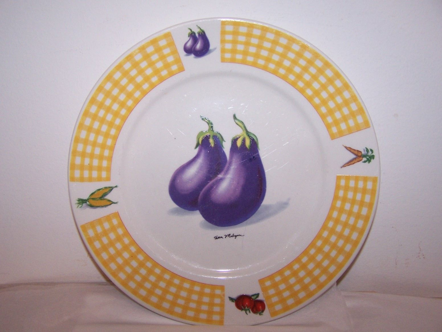 Tabletops Dinner plate Eggplant Yellow Wall