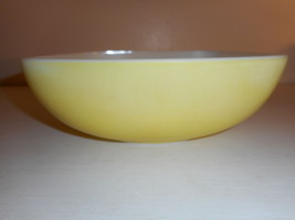 Vintage Pyrex Primary Yellow Hostess bowl 025 2.5 QT capacity - $8.90