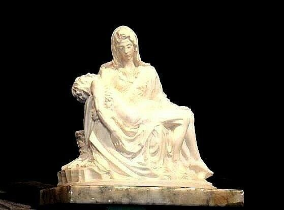 Statue of Jesus on the Lap of His Mother Mary (Italy) AA18-1028
