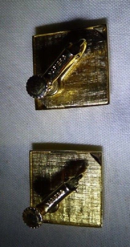Pair NAPIER 1965 Screw Back Clip on Earrings Goldtone & Red Diamond Shape image 3