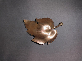 Vintage Satin Matte Gold Tone Ornate Leaf Pin Brooch - $24.75