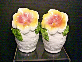 Lefton Salt Pepper Shakers Basket Weave Pansy Flower Orig Labels & Corks 4474 - $22.28
