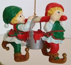 NEW Christmas Collector SANTA'S TOY SHOP 1995 - $14.36