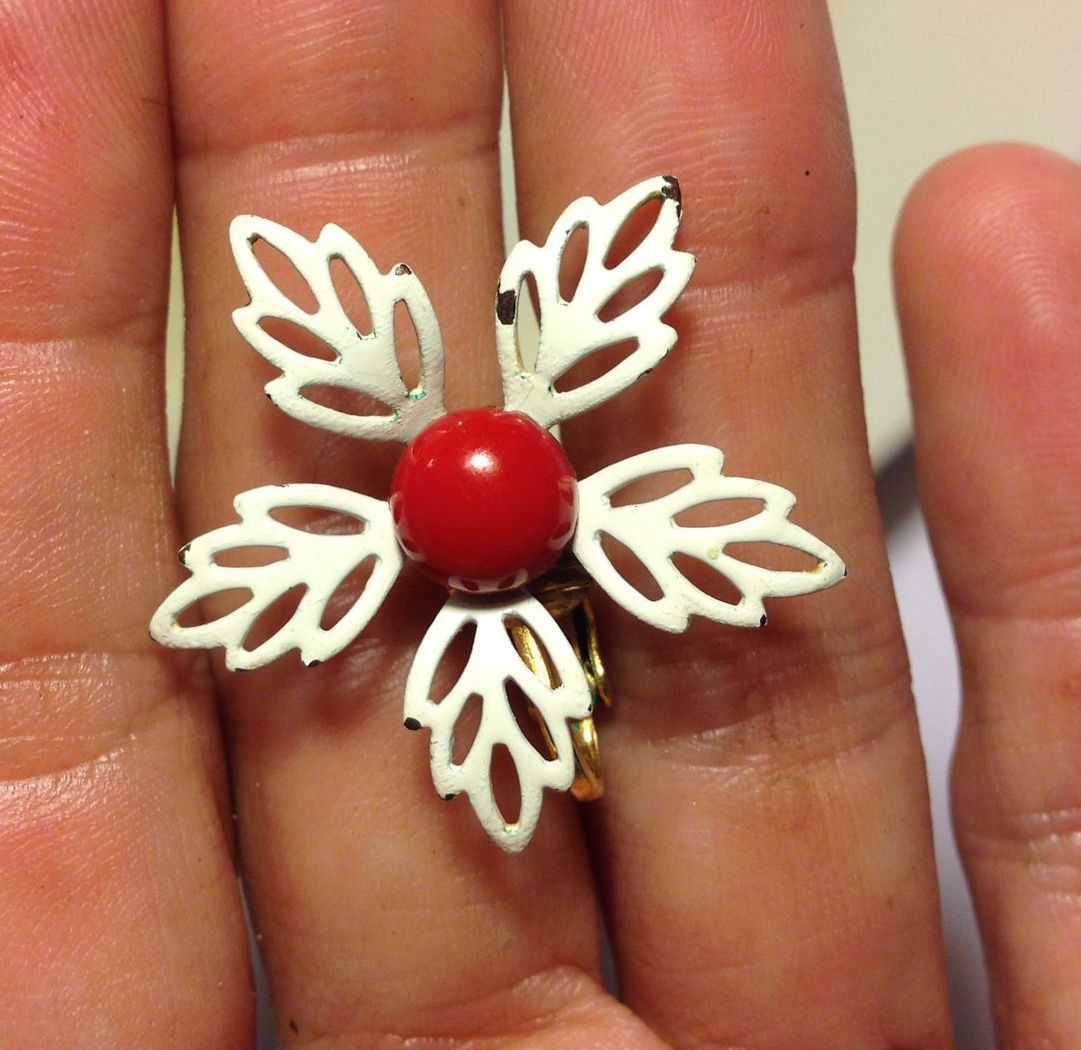 VTG 50s/60s White Filigree Petaled Enamel Flowers/Red Centers Clip On Earrings image 4