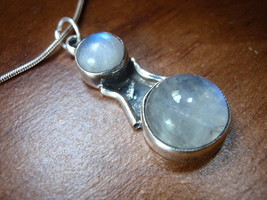 New 2-Gem Round Moonstone 925 Silver Necklace India - $20.45