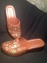 WOMEN'S DOCKERS FLATTERING MULES Sz. 7M SLIP ON BROWN W/TAN Leather Shoe... - $26.72