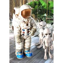 Moon Man Astronaut Statue - $119.26