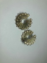 Vintage Custume Jewelry Earrings  Gold Tone Round Unique - $3.74