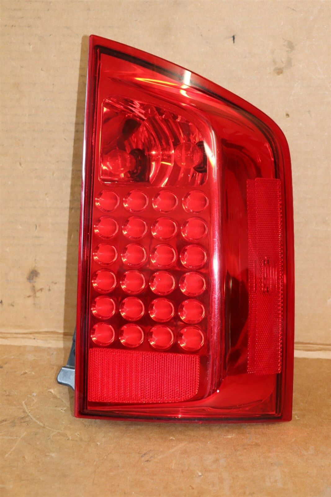 04-10 Infiniti QX56 LED Tail Light Lamp Passenger Right - RH