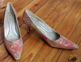 Cole Haan 8 AA Pink Tapestry Floral Pointed Toe Kassia Pump Heels - $26.60