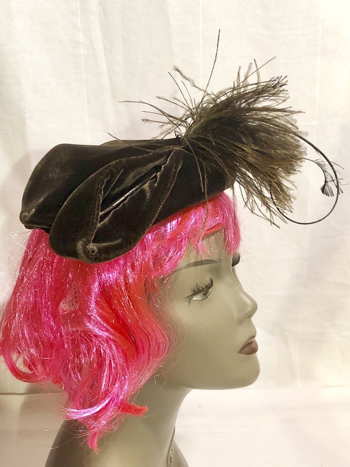 VINTAGE WOMEN'S BROWN VELVET FASCINATOR HAT WITH WHIMSICAL OSTRICH FEATHERS-30's