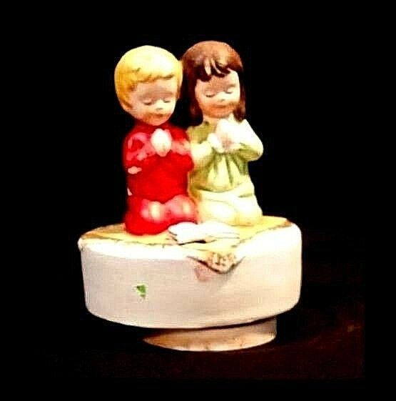 Boy and Girl Figurine Saying their Prayers Music Box AB 776 Vintage