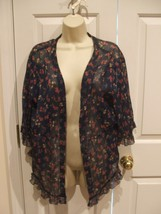 NWT $30 Decree NAVY  floral Fly Away top machine wash100% polyester Junior large - $16.82