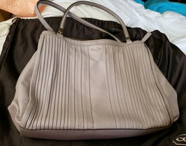 Coach Madison Cafe Carryall In Pintuck Leather 27889 (Light Gold/Grey Bi... - $113.85