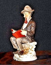 Man Figurine Reading a Book AA18 – 1158 Vintage image 2