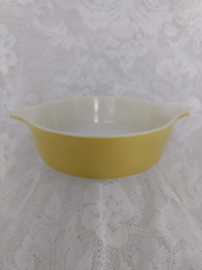 Pyrex Round Casserole Dish, Yellow Verde, Model 471, One Pint