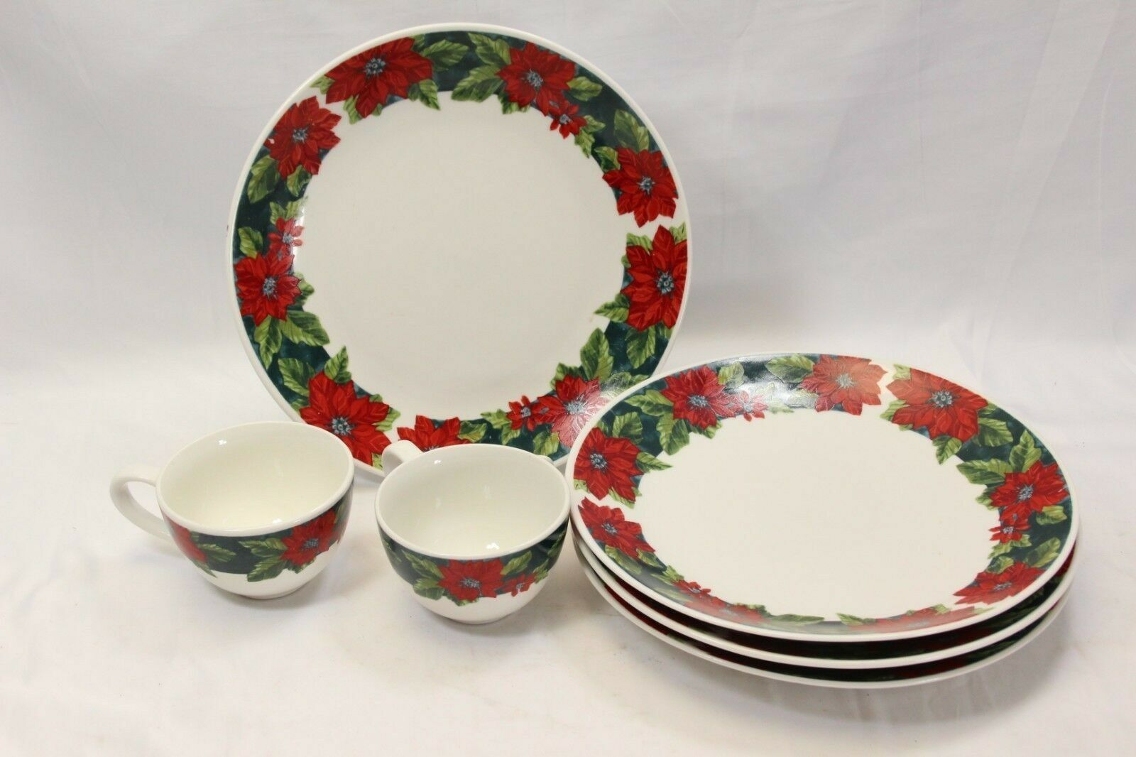 Primary image for Gibson Poinsettias Plates Cups Lot of 6 Christmas