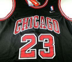 MICAHEL JORDAN / NBA HALL OF FAME / AUTOGRAPHED CHICAGO BULLS PRO STYLE JERSEY image 2