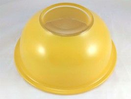 Pyrex 323 Yellow w/ Clear Bottom 1.5 Liter Vintage Mixing Bowl image 2