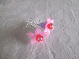 New! Handmade Sweet Sugar Plum Acrylic Flower Bloom Silver Tone Earrings - $7.13