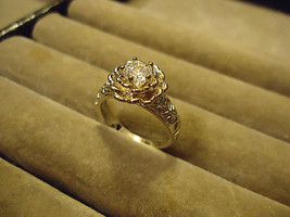 << ELOQUENT FLOWER RING  **SIZE 6.8**   >>  WE COMBINE SHIPPING   (1 - $5.69