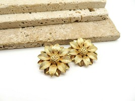 Vintage Sarah Coventry Gold Tone Flower Clip On Earrings R16 - $16.99