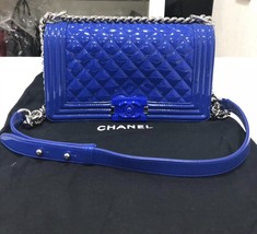 AUTHENTIC CHANEL BLuE PATENT QUILTED LEATHER PLEXIGLASS MEDIUM BOY FLAP BAG SHW