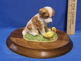 Homco Porcelain Playful Spaniel Puppy & Duck Figurine On A Solid Wood Panel - $13.16