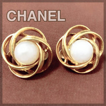 Authentic CHANEL Vintage Pearl Gold Logo Clip on Earrings Coco HCE027 - $148.80