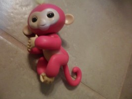 Fingerlings Interactive Baby Monkey By WowWee BELLA Fingerling PINK  EUC - $4.48
