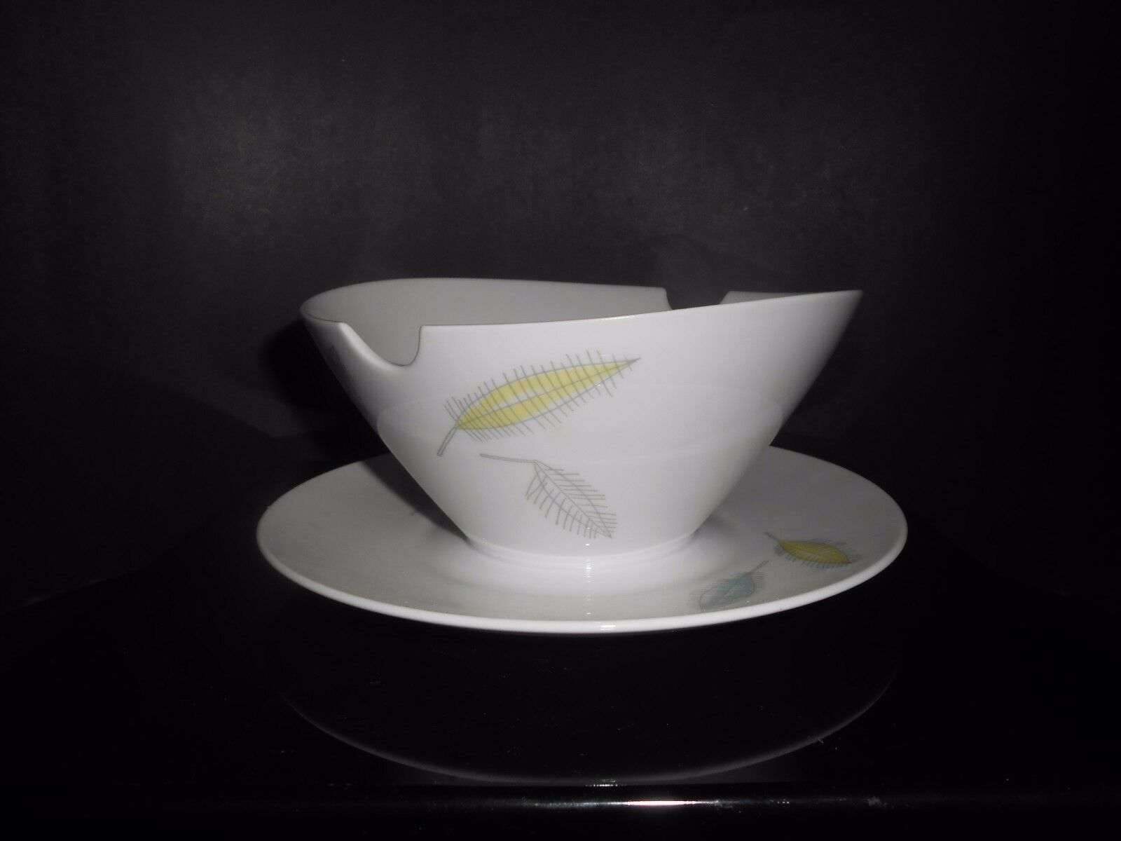 Primary image for Rosenthal China Loewy Bunte Blatte Colored Leaves Gravy Boat Attached Underplate
