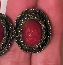 VTG 60s Clip On Earrings~Dk Red Oval Scarab Beetle Cabochon/Darkened Gold Tone image 4