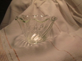 Anchor Hocking Dessert Dish Swirled Fluted Crimped Rim Clear Glass Vintage - $3.99