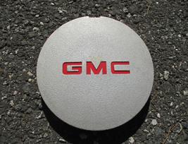one genuine 1994 1995 GMC Sonoma S10 S15 center cap hubcap - $23.10
