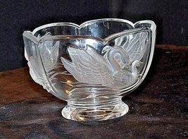Cut Glass Bowl with Beautiful Etched Raised Swan Design AA18-11800 Vintage image 3