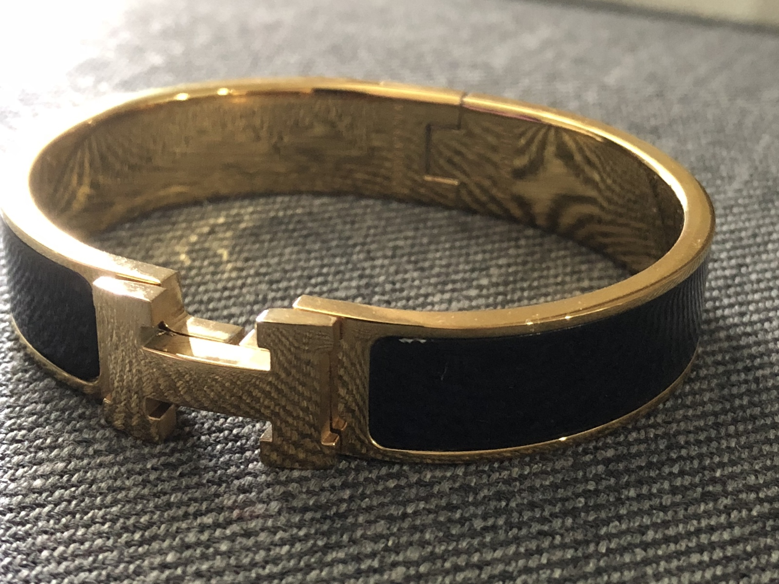 Authentic Hermes 2015 Black Enamel Gold H Clic Clac