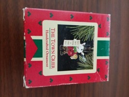 HALLMARK KEEPSAKE ORNAMENT ~ THE TOWN CRIER ~ 1988 - $2.97