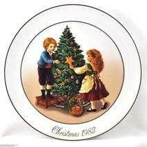 Avon Plate Christmas Memories 1982 'Keeping the Christmas Tradition' w/O... - $7.50