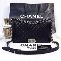 100% AUTHENTIC CHANEL BLACK QUILTED LAMBSKIN NEW MEDIUM BOY FLAP BAG RHW image 10