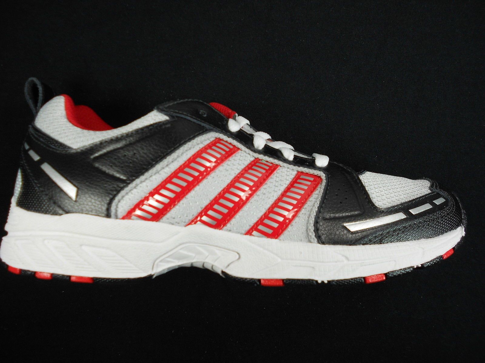 uk availability bbbfb 8a7b6 ADIDAS ADIRUN 2 US YOUTH WHITE BLACK RED SHOES sz 4.5 ...