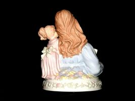 Mother and Daughter Reading together Music Box AA19-1687 Vintage (Tested) image 4