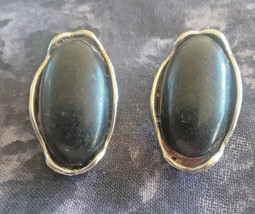 STUNNING VINTAGE ESTATE BLACK SILVER TONE CLIP ON EARRINGS - $3.00