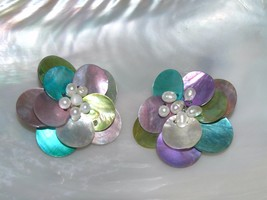Vintage Large Dyed Mother of Pearl Layered Flower with Faux Pearls in Ce... - $6.79