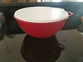 NEW Tupperware Thatsa Bowl Passion Red bowl White seal 32 Cups VERY LARGE - $29.74