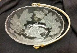 Vintage Large Glass Basket Bowl - Beautiful Roses with Wicker Rattan Handle - $29.69