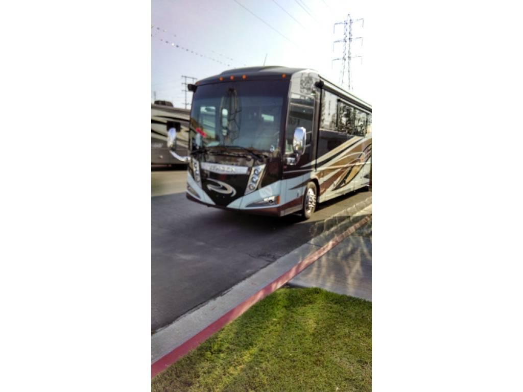 2014 WINNEBAGO ELLIPSE 42QD For Sale In Stevensville, MT 59870