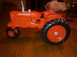 ALLIS CHALMERS WD45 ERTL 1/16 NARROW FRONT TRACTOR  - $39.60